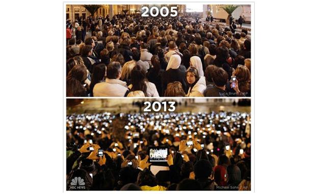 Espectadores no funeral de João Paulo II, em 2005. Na segunda imagem, público aguarda o anúncio do novo Papa na praça São Pedro em 2013. Comparação postada por Tom MacIsaac do portal Verve Mobile