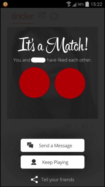 """Figura 3 — Tinder (aplicativo). Quando duas pessoas se """"gostam"""", esta tela aparece. Destaque para o """"keep playing"""" (continue a jogar). Cobri as fotos das duas pessoas com círculos vermelhos"""